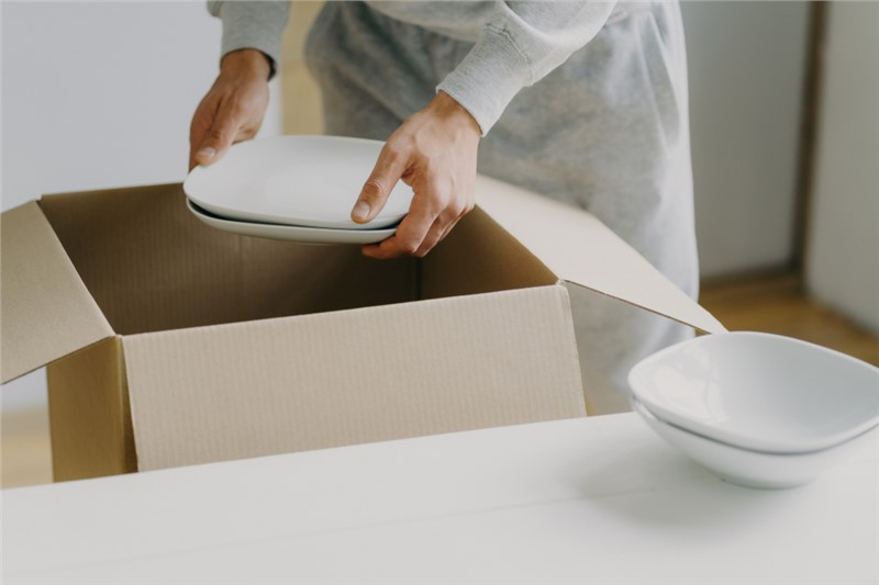 How to Easily Pack Dishes (and Avoid Breaking Them)