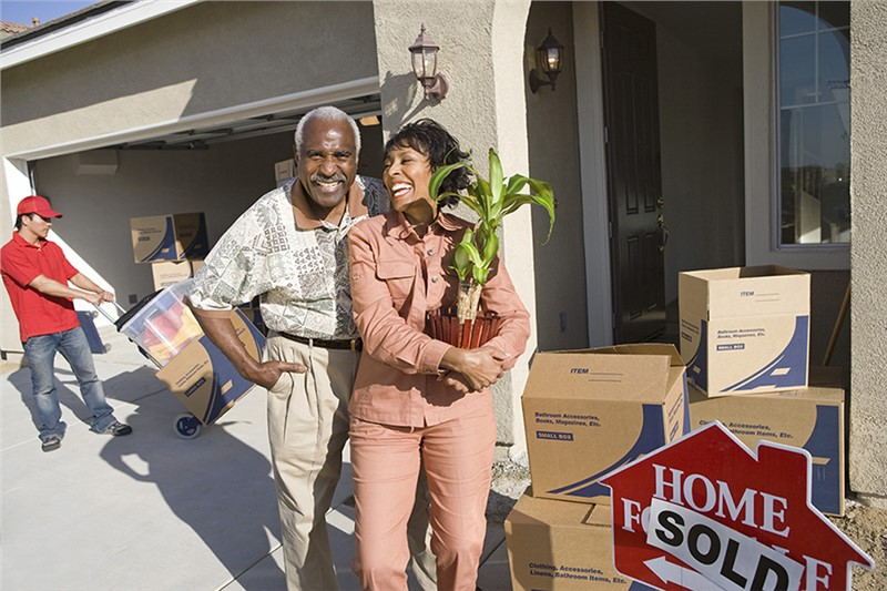 Suburban Detroit Long-Distance Movers Discuss Downsizing Tips for Seniors