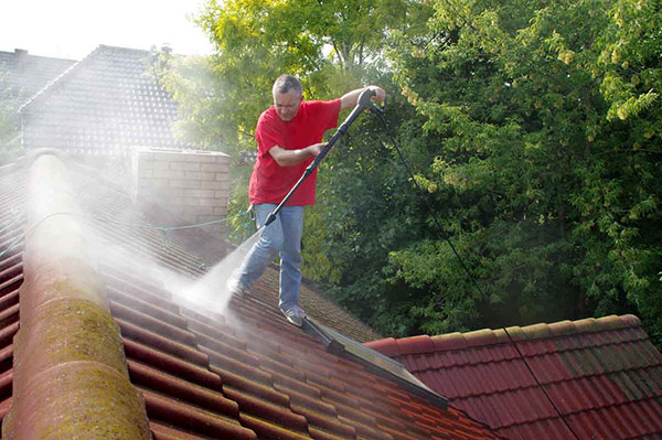 """Ask the Expert: """"Is It Okay to Pressure Wash My Roof to Get Rid of Mildew?"""""""